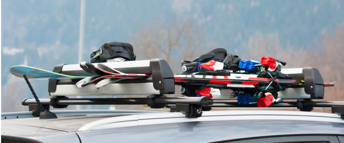 Ski roof rack with three pairs of skis